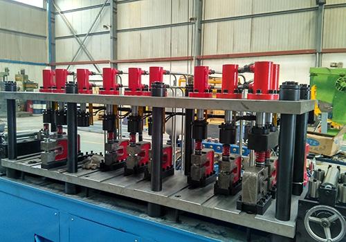 High-speed multi-station hydraulic punching and cutting machine